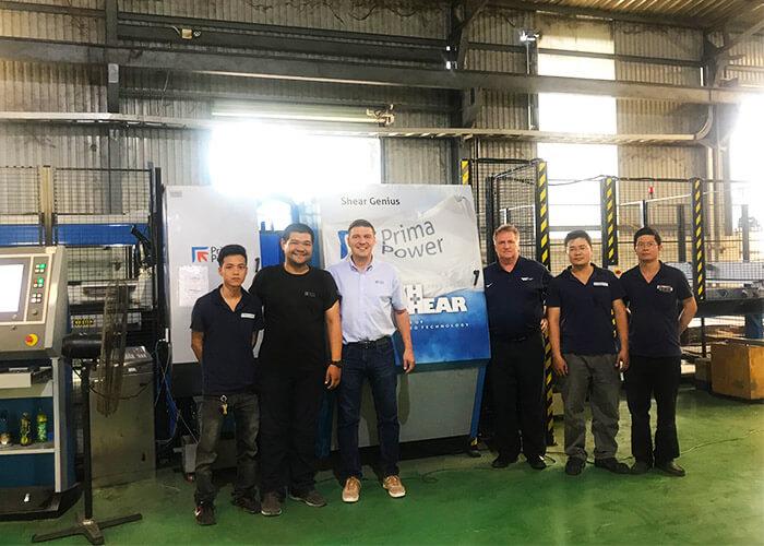 Vinamachines và đối tác tại nhà máy sản xuất của khách hàng